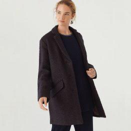 Abrigo básico con solapas y botones en la parte frontal, con bolsillos con tapeta